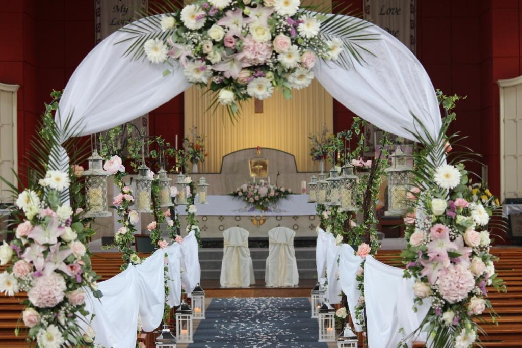 Church Decor by Magic Moments Floral Design. www.magicmoments.ie 
